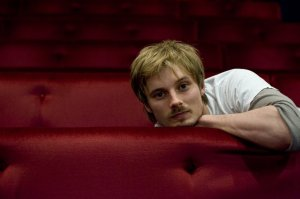 Hugo se parece a Bradley James
