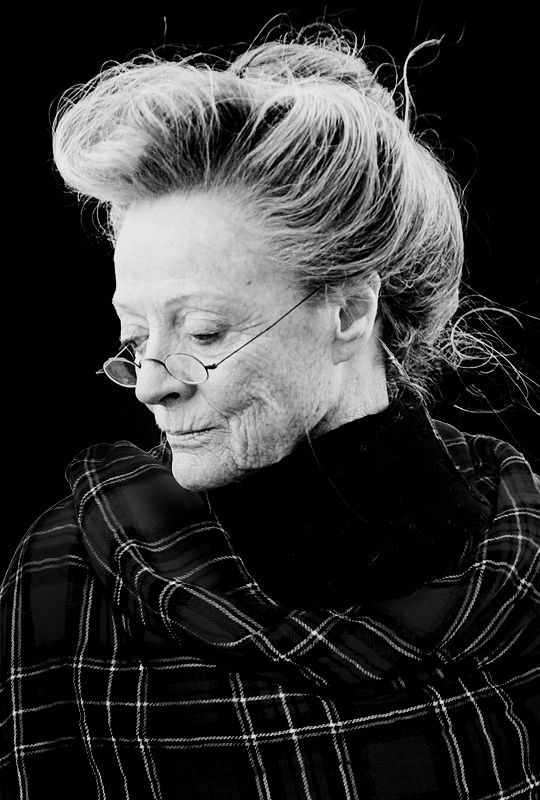 Maggie Smith es Tia Nerea